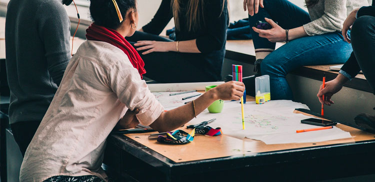 Alunos-contam-sobre-suas-experiências-com-nossa-escola-online